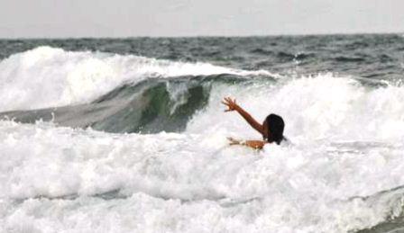 Cuaca Tak Bersahabat, Jangan Berenang di Pantai Selatan