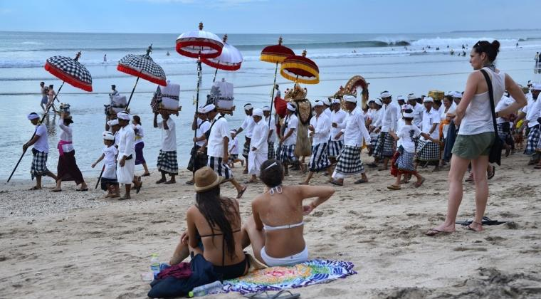 Bali Diserbu Pemandu Wisata Asing Ilegal