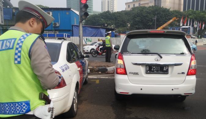 Anies: Bebas Tilang Ganjil Genap, Ya Pakai Mobil Listrik