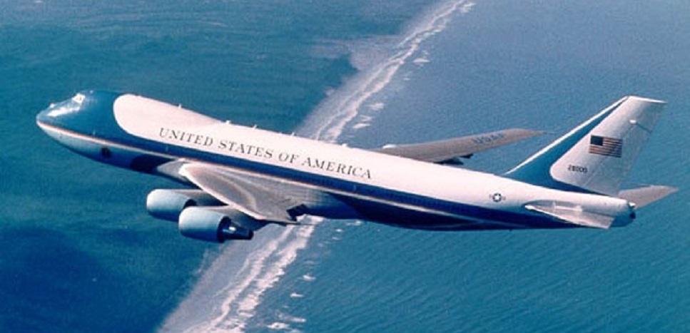 Kabin Berasap, Pesawat Melania Trump Putar Balik