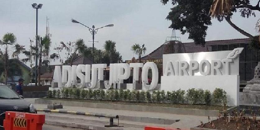 Penumpang Bandara Adisutjipto Merosot