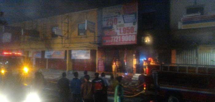 Dua Ruko Jalan Margonda Depok Dilalap Api