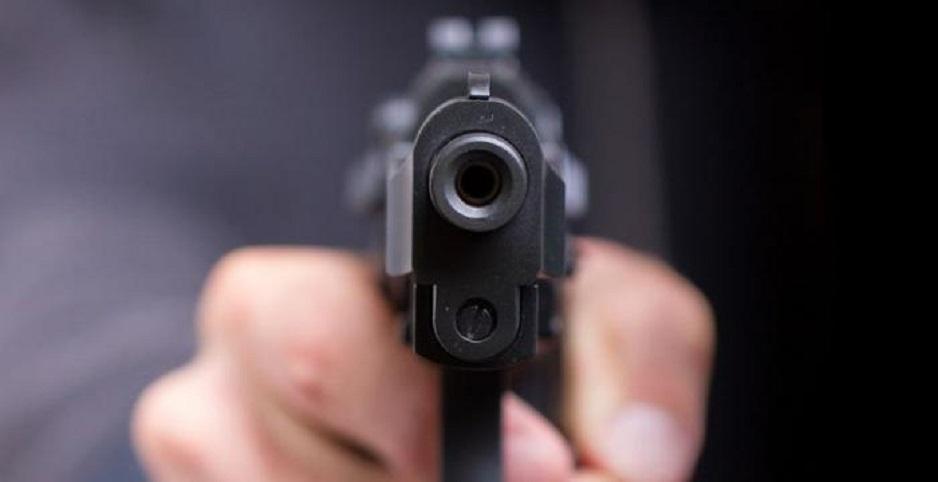 Ditahan, Polisi Todongkan Pistol ke Tetangga