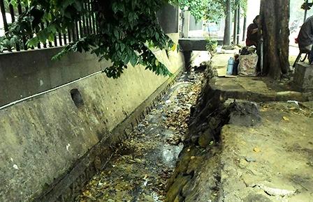 Saluran Air Jl Pemuda Penuh Sampah