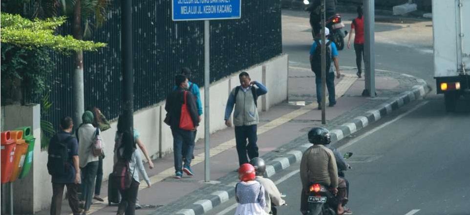 Trotoar Dipersempit, YLKI Protes Keras Gubernur DKI