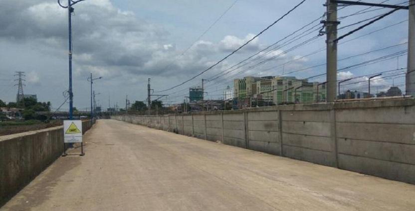 Jalan Inspeksi Tanah Abang Kini Nampak Rapi & Bersih