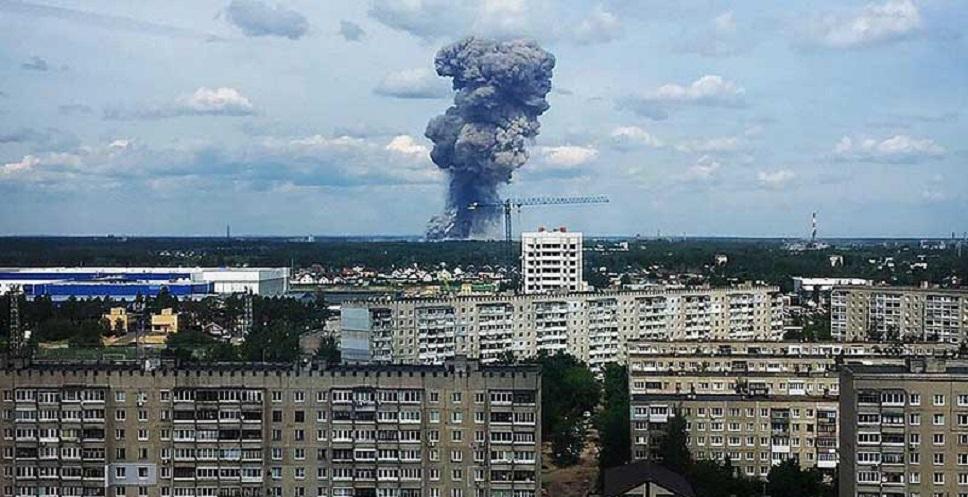 Pusat Pembuatan Bom Militer Meledak, Warga Rusia Panik