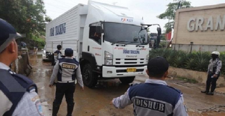 Pengusaha truk Protes Larangan Melintas di Kalimalang