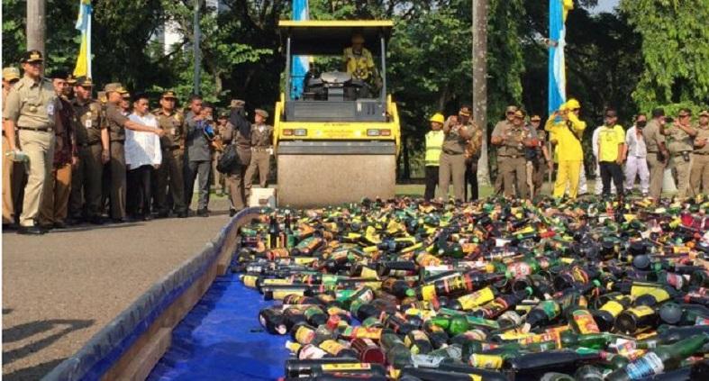 18.174 Botol Miras Ilegal di Jakarta Dimusnahkan