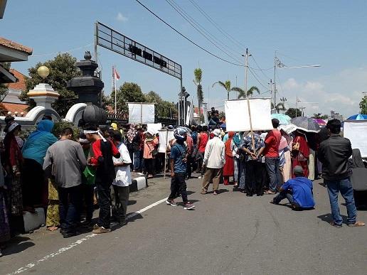 Tolak BBWS Serayu Opak , Warga Wadas Ancam Tidur Di Halaman Kantor Bupati