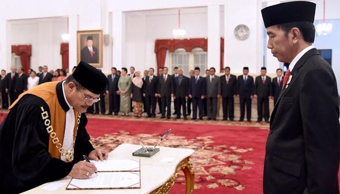 Di depan Presiden Jokowi, Ketua MA Muhammad Ali Ucapkan Sumpah
