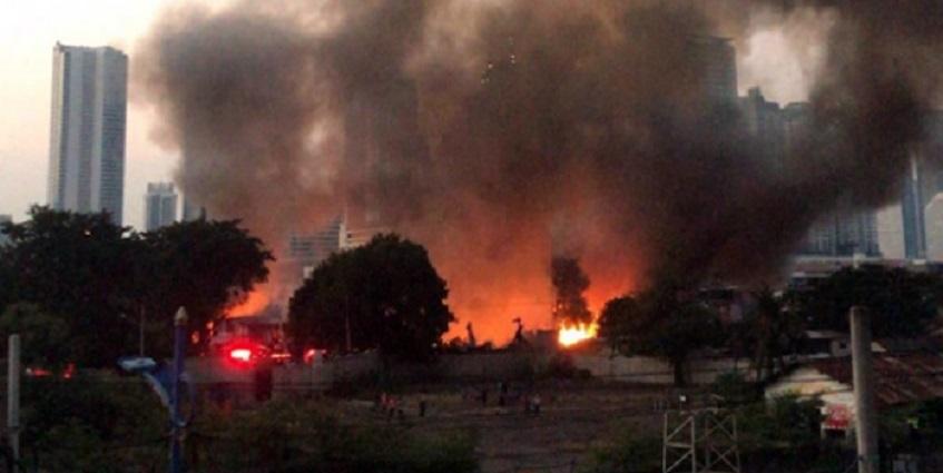 Pemukiman Padat Penduduk di Jati Bunder Dilalap Api