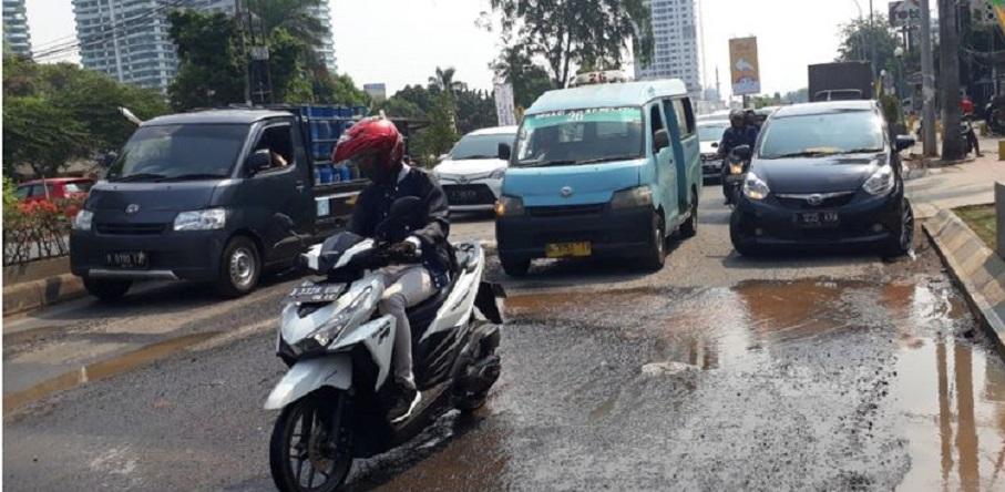 Lubang Raksasa di Bekasi, Kemacetan Kian Parah