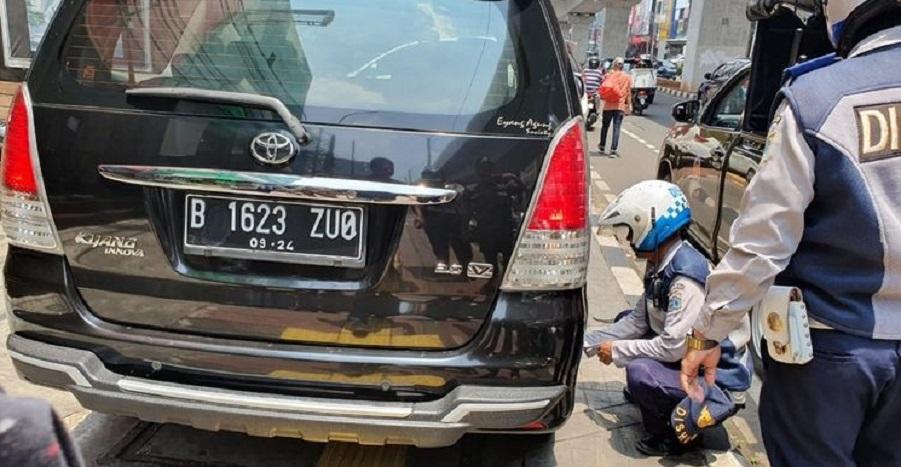 Parkir di Trotoar Fatmawati, Pentil Mobil Dicabut
