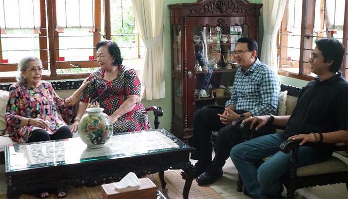 Istri Mantan Kapolri Hoegeng Disambangi BTP