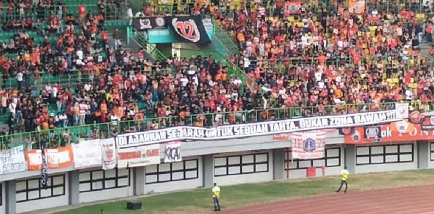 Kerap Kalah, The Jakmania Bawa Nyeleneh di Stadion