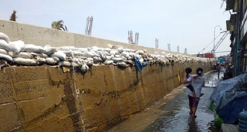 Jakut Siapkan 8.000 Karung Pasir Atasi Banjir