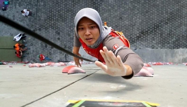 Spiderwoman Indonesia Pecahkan Rekor Dunia