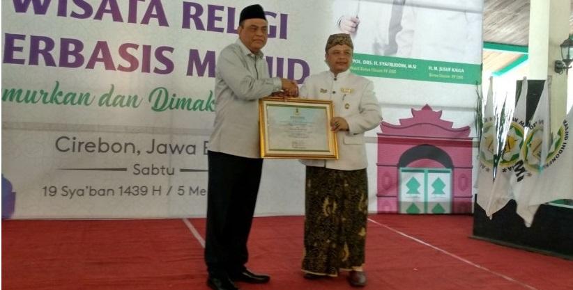 Wakapolri Dianugrahi Gelar Kebangsawanan dari Keraton Cirebon
