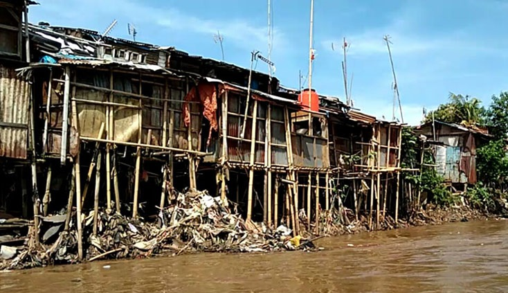 Bangunan Bantaran Kali Ciliwung di Bukit Duri Digusur