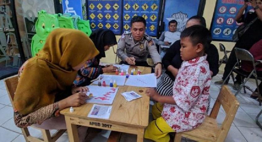 Satlantas Polresta Tangerang Membatik Bersama Pemohon SIM