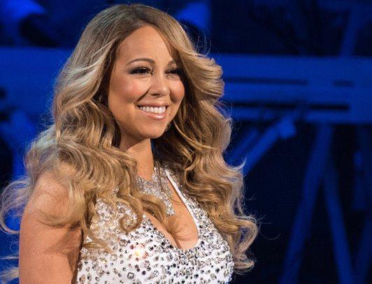 Memalukan Mariah Carey Lip Sync di Panggung
